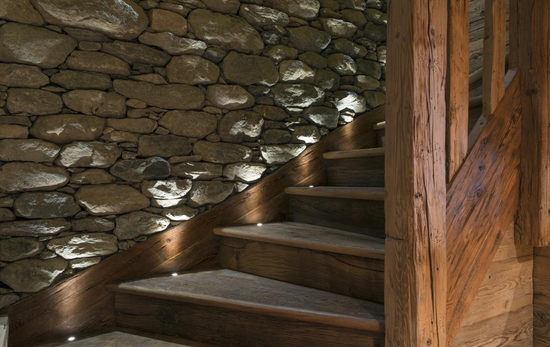 heinz-immobilier Luxueux appartement Verbier avec escaliers en bois