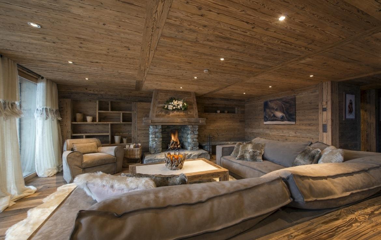 heinz-immobilier Luxueux appartement Verbier salon spacieux avec cheminée